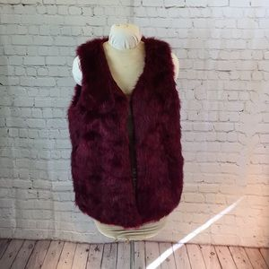 "Decree burgundy ""fur"" vest w pockets"